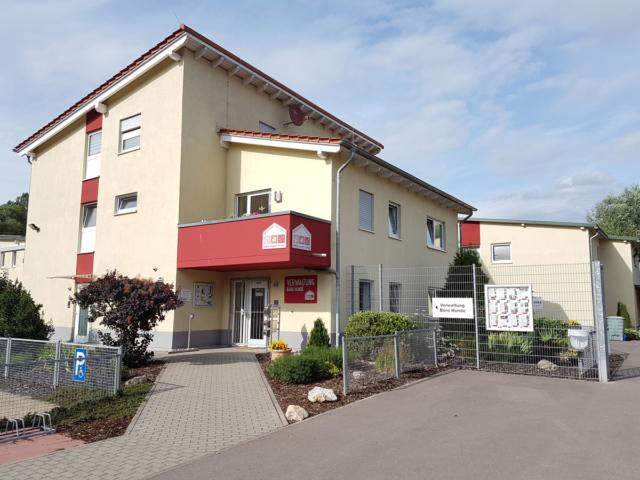 Verwaltungs-und-Wohnhaus-Eingang